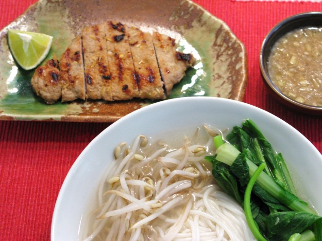 Lemongrass pork loin serve with rice noodle