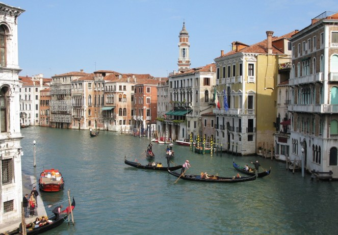 Grand Canal (looking from Rialto bridge)