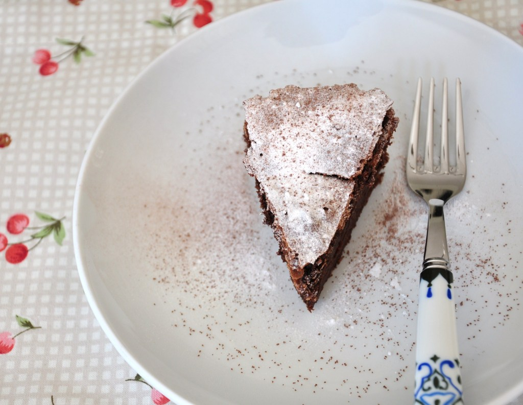 Almost flourless chocolate cake 01