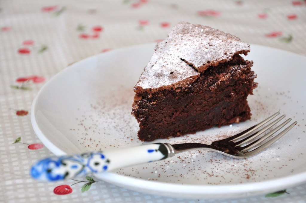 Almost flourless chocolate cake 02